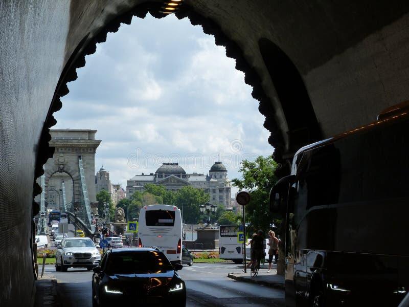 Buda Tunnel utgång med sikt av Chin Bridge i budapest fotografering för bildbyråer