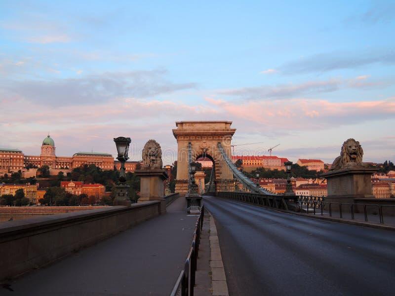 Budapest-Brücke am Morgen lizenzfreies stockbild