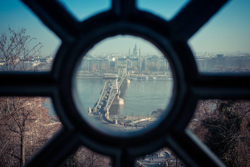 Budapest Chain bro som sett från den Gellert kullen Konstnärlig interp royaltyfri foto