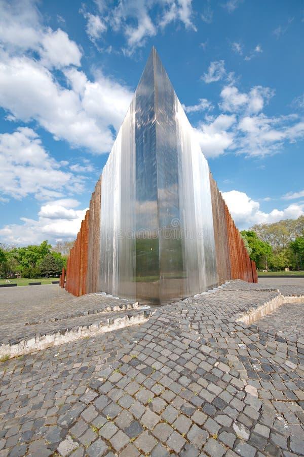 BUDAPEST - 24 de abril: Monumento del extracto para los combatientes de la libertad en B fotos de archivo