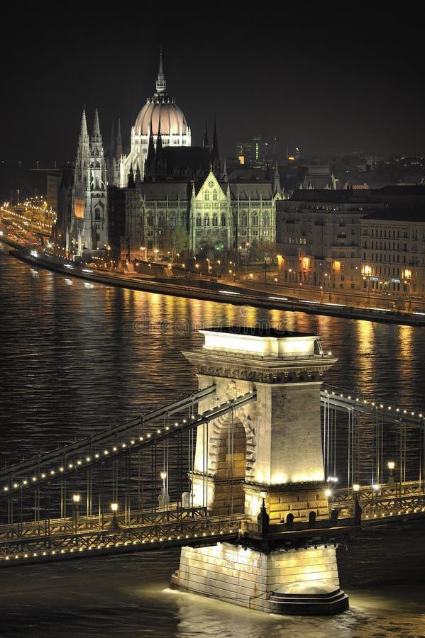 Budapest - die Kettenbrücke und das Parlament stockfoto