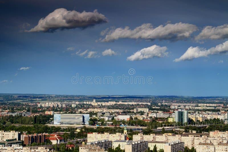 Budapest du nord avec l'arène de Danube et les gratte-ciel image stock