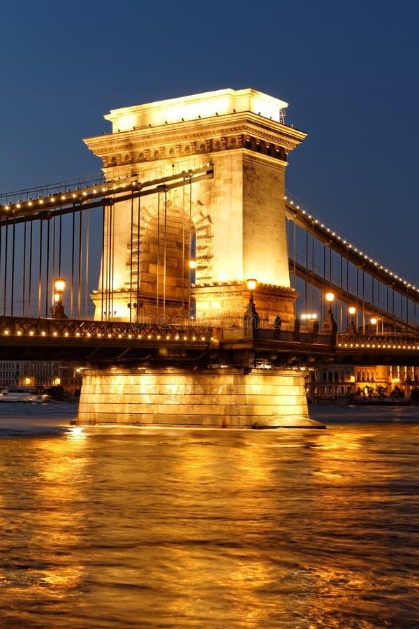 Budapest en la noche imagenes de archivo