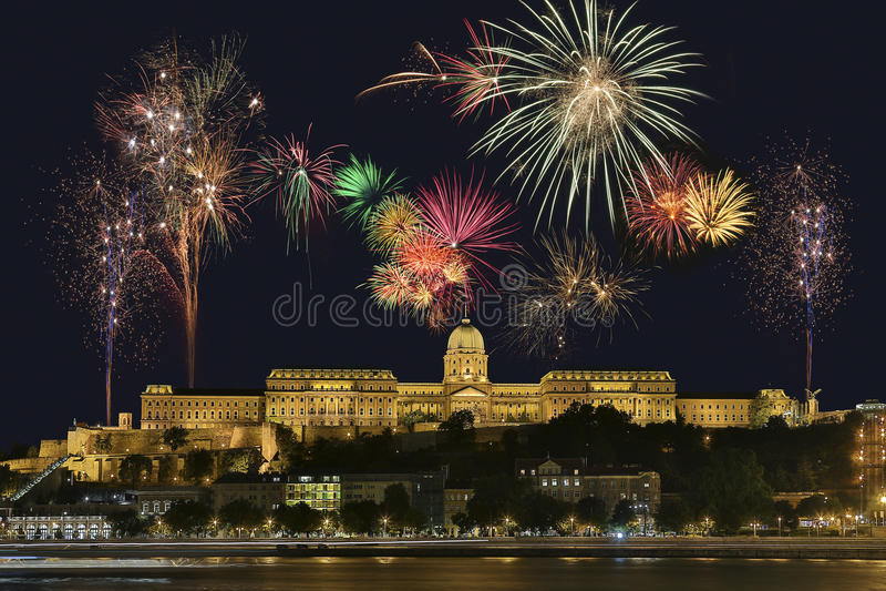 Budapest fyrverkeriskärm - Ungern arkivbild
