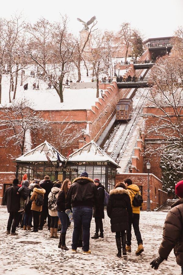 BUDAPEST, HONGRIE - 16 DÉCEMBRE 2018 : La colline de château de Budapest funiculaire en hiver à Budapest, Hongrie photos libres de droits