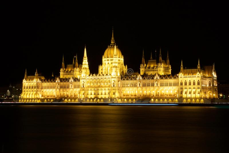 BUDAPEST, HONGRIE - 7 mars 2019 : Le bâtiment hongrois du Parlement est le siège de l'Assemblée nationale de la Hongrie à photo libre de droits