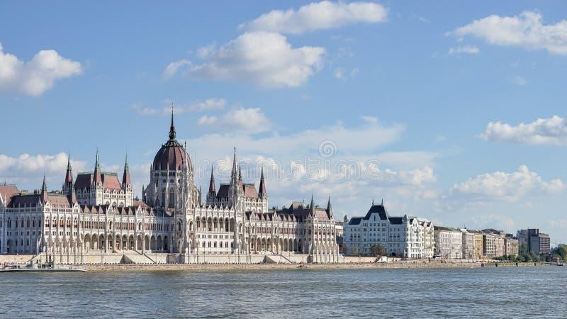 BUDAPEST, HUNGARY/EUROPE - 21 DE SEPTIEMBRE: El parlamento húngaro b imagen de archivo libre de regalías