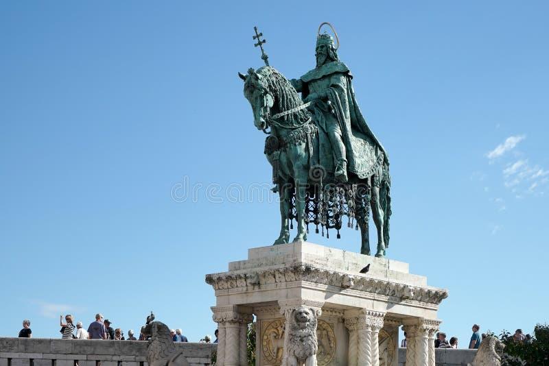 BUDAPEST, HUNGARY/EUROPE - 21 DE SETEMBRO: Estátua do St Stephens em foto de stock royalty free