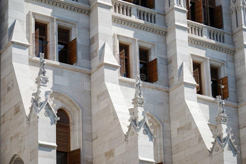 BUDAPEST, HUNGARY/EUROPE - 21 DE SETEMBRO: O parlamento húngaro b imagem de stock