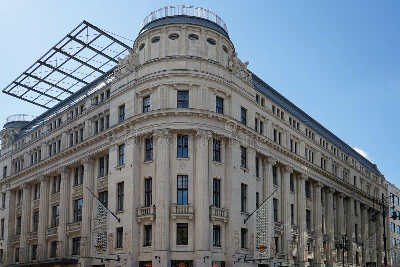 BUDAPEST HUNGARY/EUROPE - SEPTEMBER 21: Hard Rock Cafe buildin royaltyfri bild