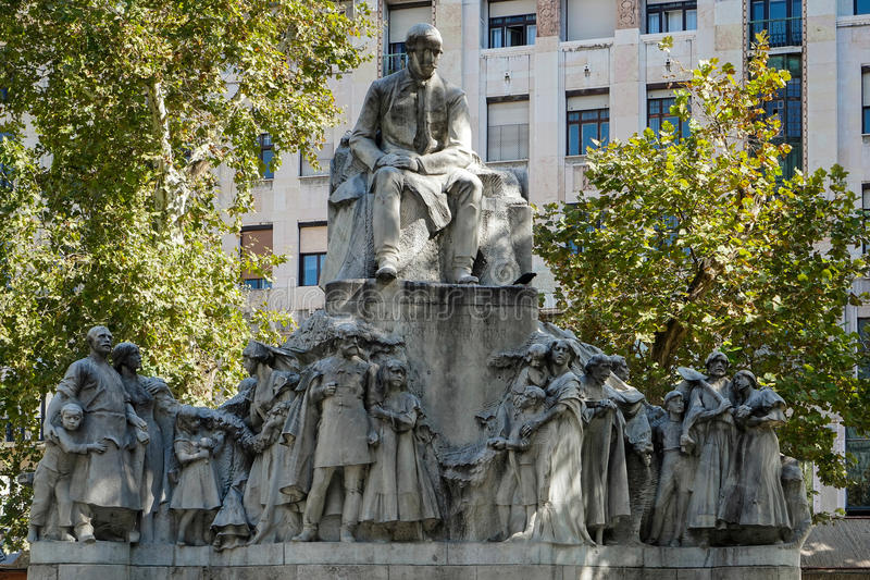 BUDAPEST, HUNGARY/EUROPE - SEPTEMBER 21 : Statue of Mihaly Vorosmarty in Budapest Hungary on September 21, 2014 stock images