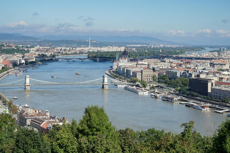 BUDAPEST, HUNGARY/EUROPE - 21 SETTEMBRE: Vista del fiume Danu immagine stock libera da diritti