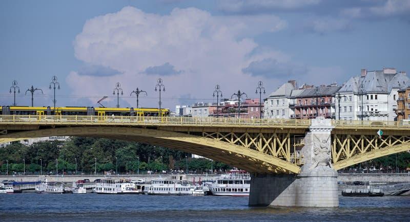BUDAPEST, HUNGARY/EUROPE - WRZESIEŃ 21: Margaret most w pączku obraz royalty free