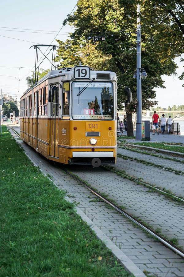 BUDAPEST, HUNGARY/EUROPE - WRZESIEŃ 21: Tramwaj w Budapest Hunga obrazy stock