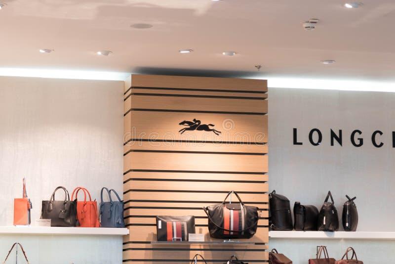 Budapest/Hungary-23 09 18: Longchamp läder shoppar boutiquehandväskan Paris royaltyfria bilder
