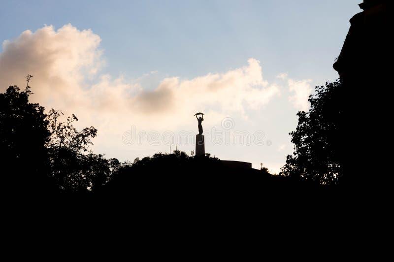 Budapest/Hungary-09 09 18: Statua di libertà nella lampadina del cielo di forma di Budapest immagine stock