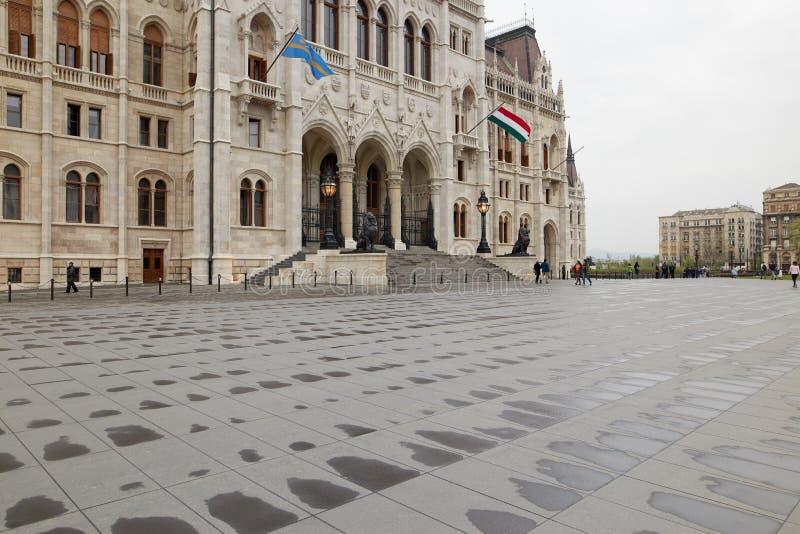 Budapest, Hungría - 17 de abril de 2018: El edificio del parlamento húngaro fotografía de archivo