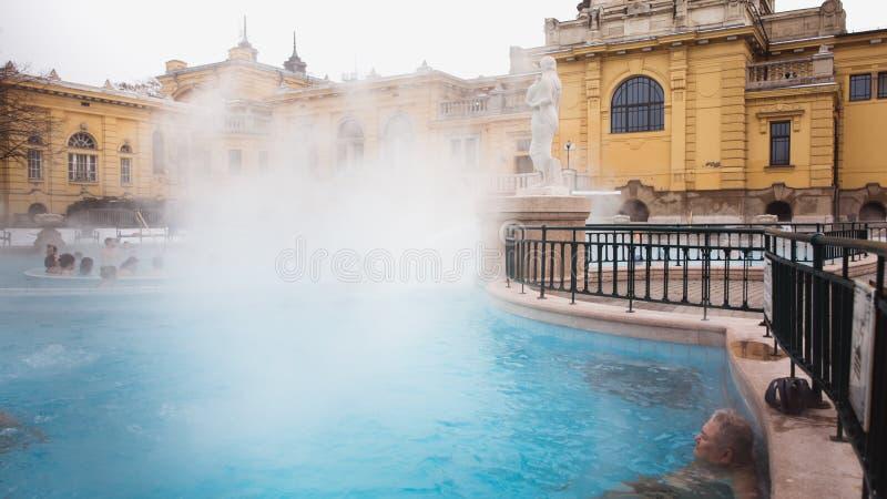 BUDAPEST, HUNGRÍA - 24 de enero de 2019: El baño termal de Szechenyi, el baño medicinal más grande de Europa fotografía de archivo