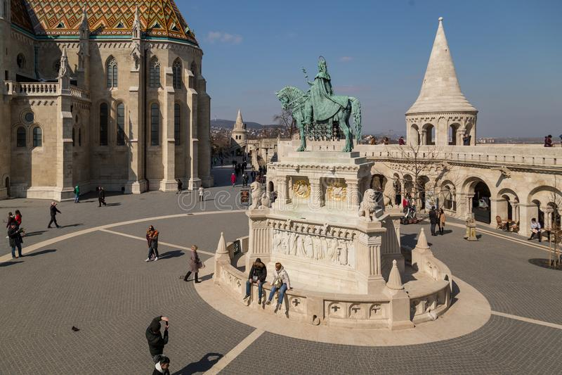 Budapest, Hungría, el 22 de marzo de 2018: Estatua montada de St Stephen I, aka de Szent Istvan kiraly - el primer rey de Hungría imagen de archivo libre de regalías