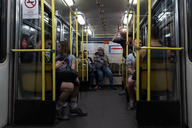 Budapest, Hungría - mayo de 2019: Dentro del tren de la línea amarilla del metro M1 de Budapest El subterráneo más viejo en Europ fotografía de archivo