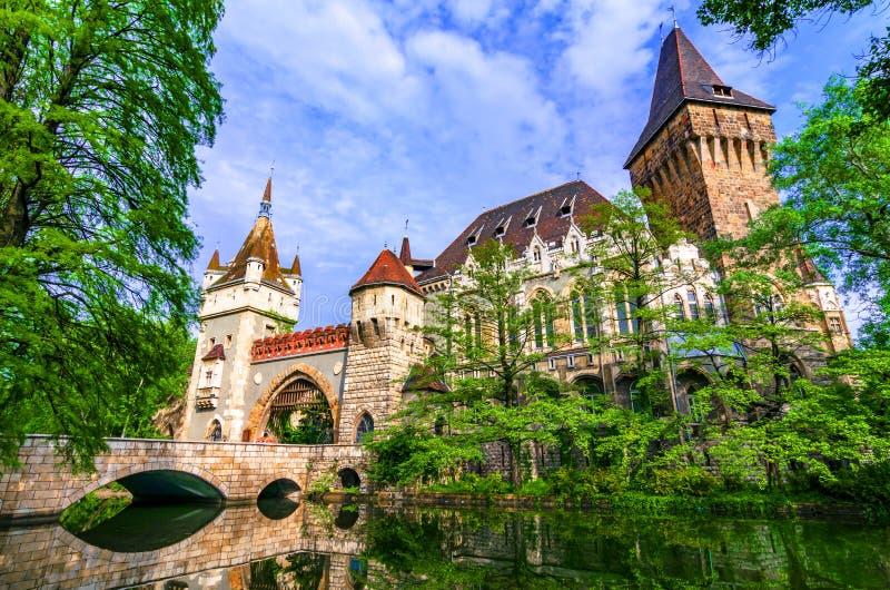 Budapest, Hungría: Vajdahunyad, parque de la ciudad de Budapest imagen de archivo libre de regalías