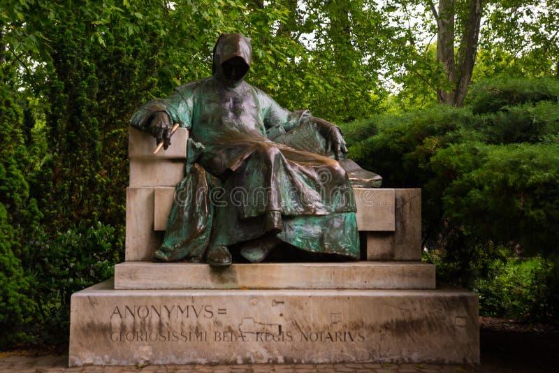 Budapest, Hungr?a Estatua de anónimo situado en parque de la ciudad en el patio del castillo de Vajdahunyad fotografía de archivo libre de regalías