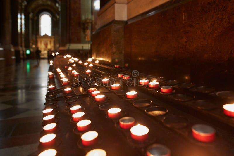 Budapest, Hungria - 17 de abril de 2018: Interior da basílica do ` s de St Stephen fotos de stock