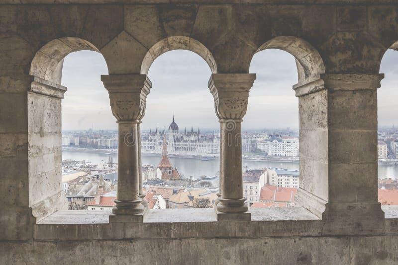 BUDAPEST, HUNGRIA - 10 DE DEZEMBRO DE 2015: O parlamento em Budapest imagens de stock royalty free