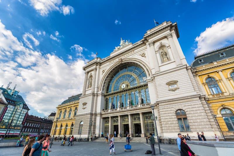 BUDAPEST, HUNGRIA - EM MAIO DE 2017: Estação de trem de Budapest Keleti Hungarian: Palyaudvar de Budapest Keleti aberto em 1884 imagem de stock royalty free