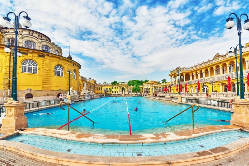 BUDAPEST, HUNGRIA PODE 05,2016: Pátio de banhos de Szechenyi, Hu fotografia de stock