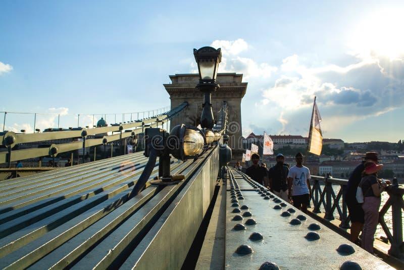 12 06 2019 Budapest, Hungria Um olhar em velho a ponte de Secheni da corrente e em um ambiente em torno dele O lugar do turista e imagens de stock royalty free