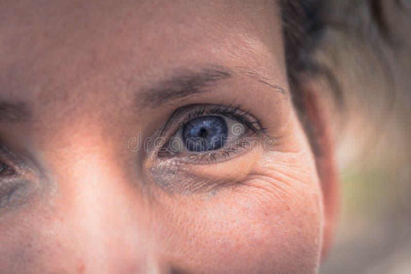 Budapest - 22 juin 2019 : Oeil bleu d'une femme hongroise à Budapest, Hongrie image libre de droits