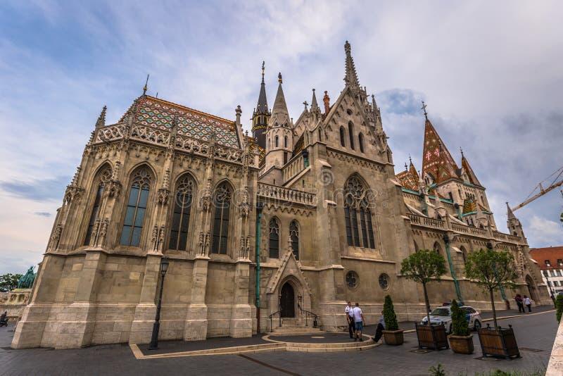 Budapest - Juni 21, 2019: Matthias kyrka i fiskarens bastion på den Buda sidan av Budapest, Ungern arkivbild