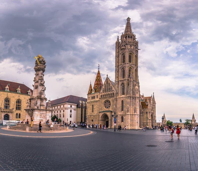 Budapest - Juni 21, 2019: Matthias kyrka i fiskarens bastion på den Buda sidan av Budapest, Ungern royaltyfri foto