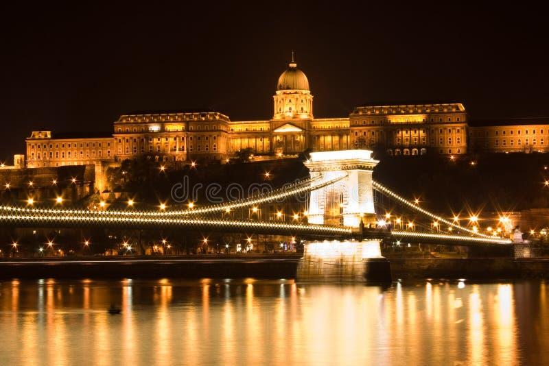 Budapest-Kettenbrücke und Schloss lizenzfreies stockfoto