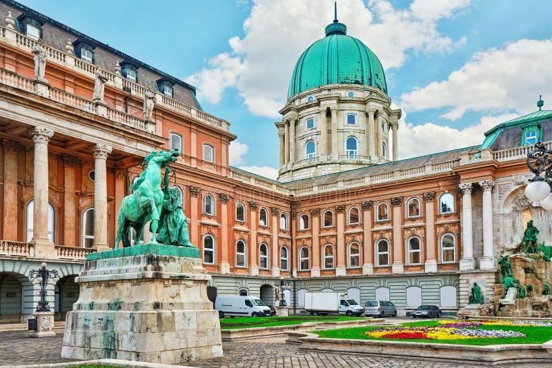 Budapest kunglig slott - borggård av Royal Palace i Budapest arkivfoton