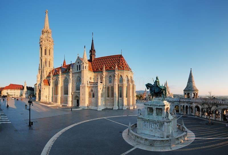 Budapest - Mathias Church på dagen royaltyfri foto