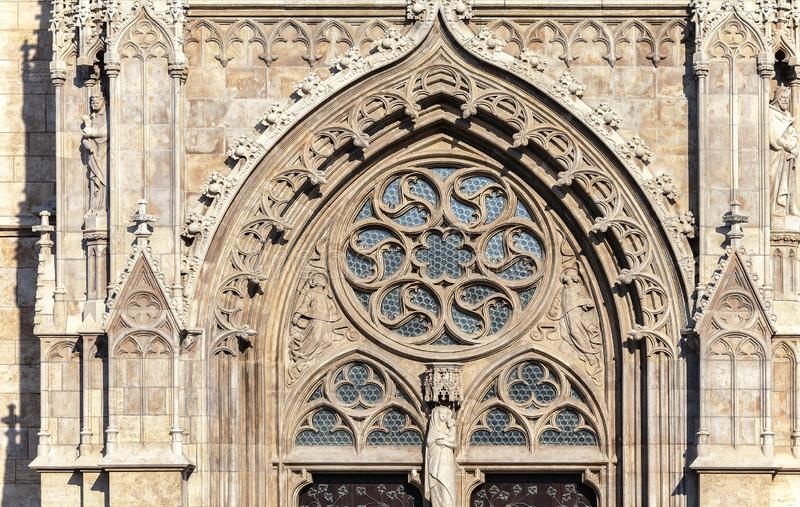 Budapest, Matthias Church, dettaglio di un'entrata fotografie stock