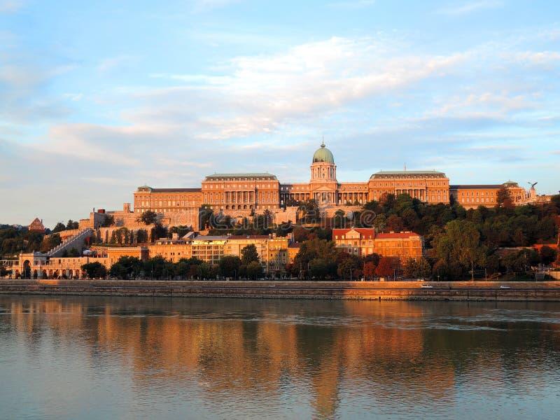 Budapest - Morgenansicht zu Budapest-Turm stockbild