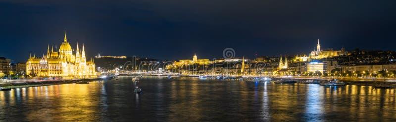 Budapest nattpanorama royaltyfri bild
