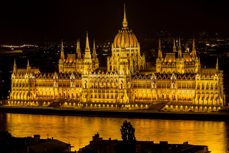 Budapest - o parlamento na noite imagens de stock