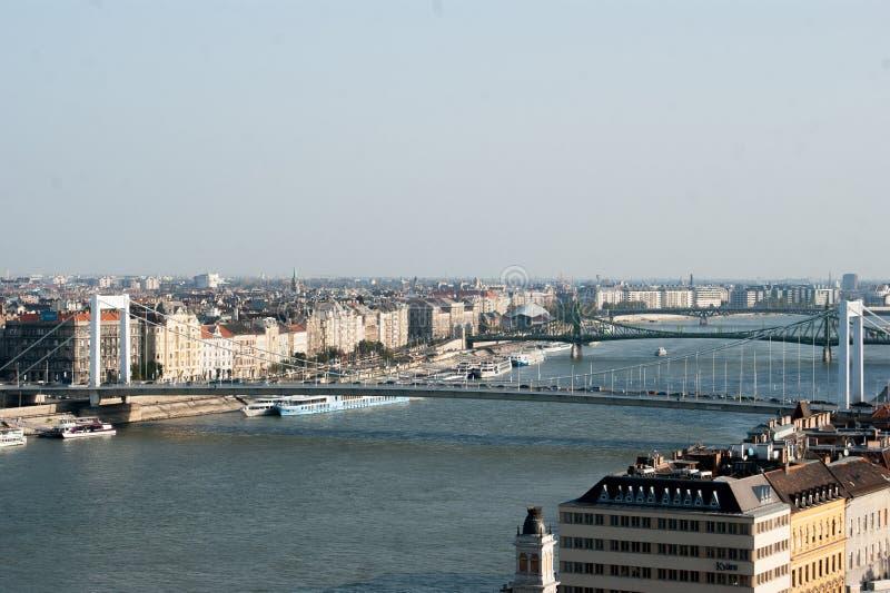 Budapest och Donaupanoraman arkivfoton