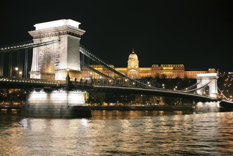 Budapest på natten royaltyfri foto