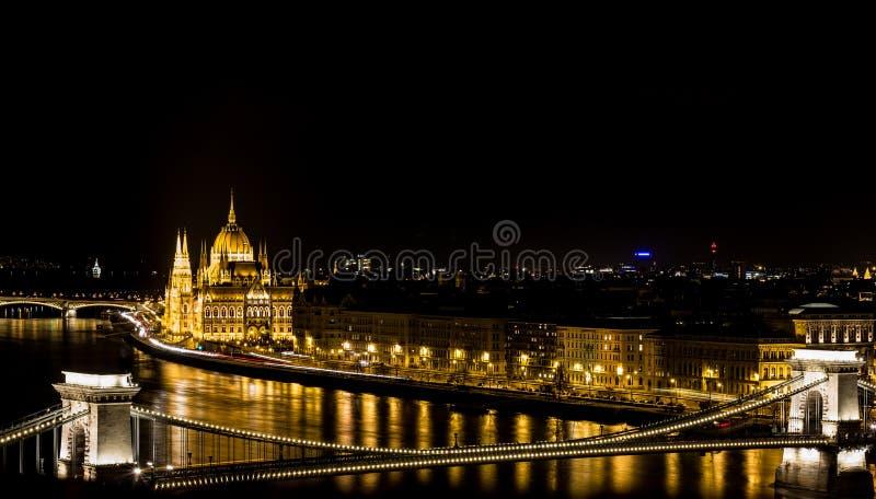 Budapest par nuit, le Parlement image stock