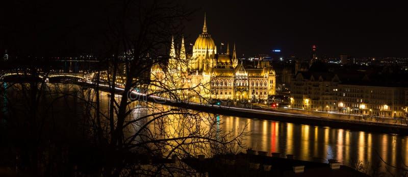Budapest par nuit, le Parlement de Hundarian photo stock