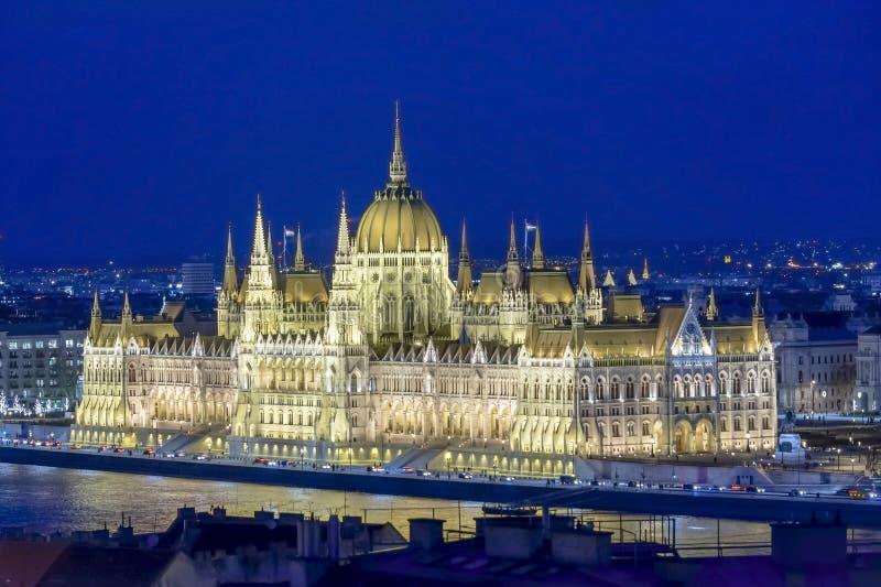 Budapest-Parlamentsgebäude an der Dämmerung in Ungarn stockfoto