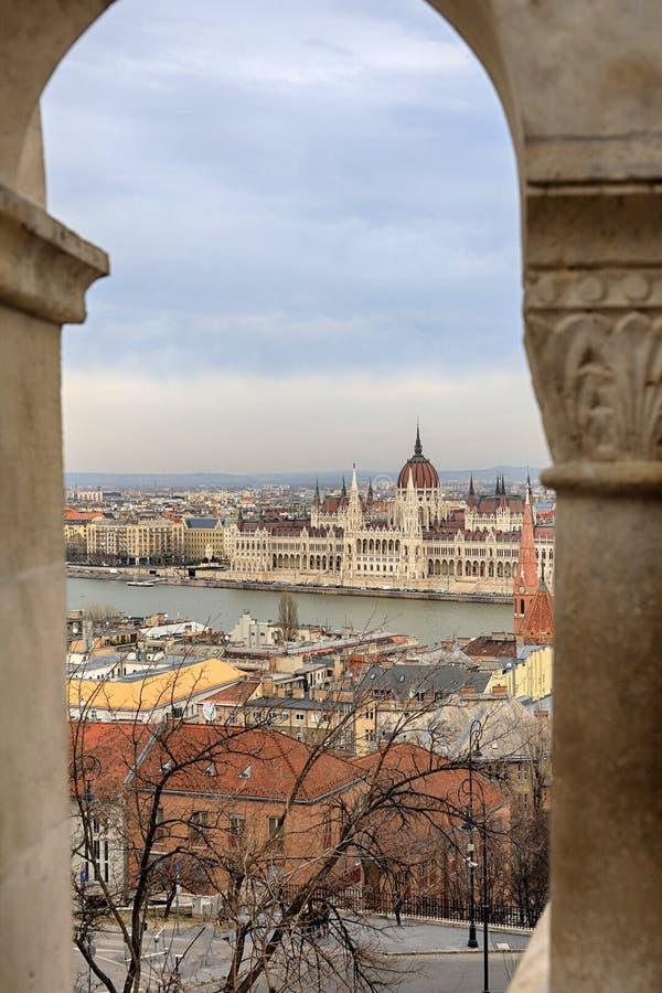 Budapest parlamentu widok od rybaka ` s bastionu fotografia stock