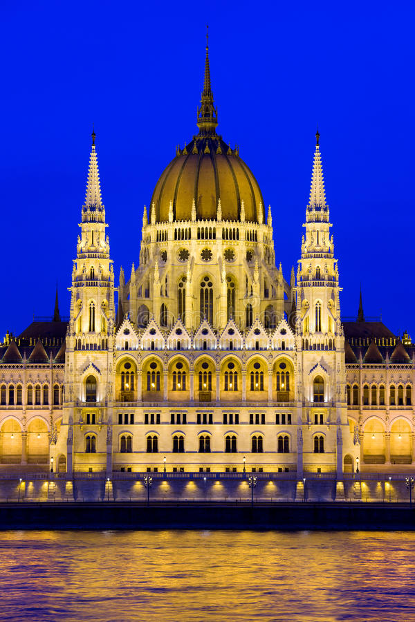 Download Budapest Parliament At Twilight Royalty Free Stock Images - Image: 26988219