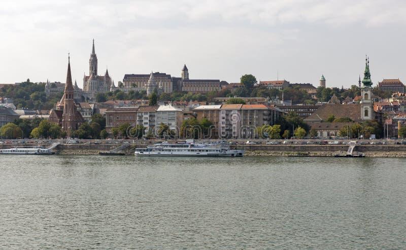 Budapest pejzaż miejski z Buda kasztelem, St Matthias i rybaka bastionem, zdjęcie royalty free
