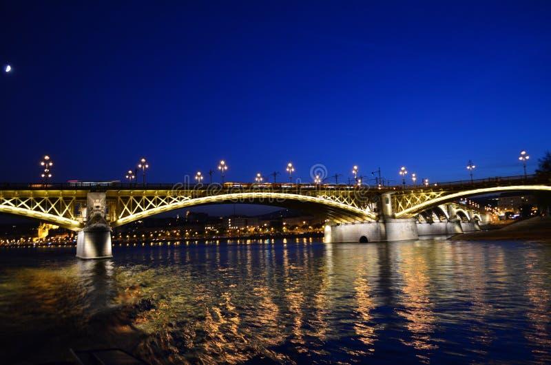 Budapest przy nocą: Margaret most obrazy royalty free
